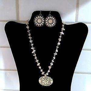 Vintage Necklace & Earrings Set.